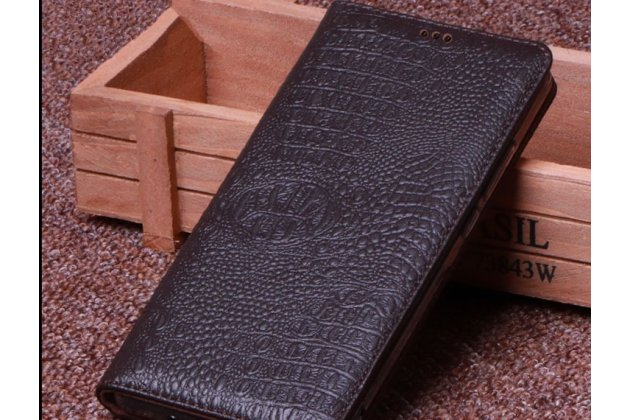 Фирменный роскошный эксклюзивный чехол с фактурной прошивкой рельефа кожи крокодила коричневый для Huawei Mate 20 6.53. Только в нашем магазине. Количество ограничено