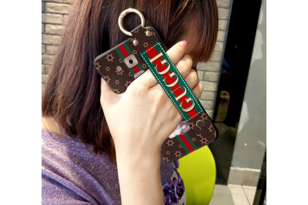 Фирменная премиальная элитная крышка-накладка с логотипом на Huawei Mate 20 Lite (SNE-LX1) бежевая из качественного силикона с дизайном под кожу и держателем для руки