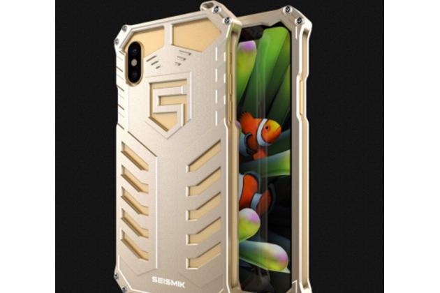 Противоударный металлический чехол-бампер из цельного куска металла с усиленной защитой углов и необычным экстремальным дизайном  для  iPhone XS золотого цвета