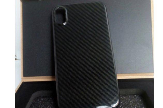 """Задняя панель-крышка из тончайшего и прочного пластика для iPhone XS с матовой отделкой """"под карбон"""" черная"""