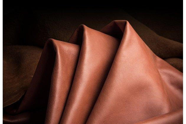 Фирменная роскошная задняя панель-крышка обтянутая импортной кожей для iPhone XS коричневая