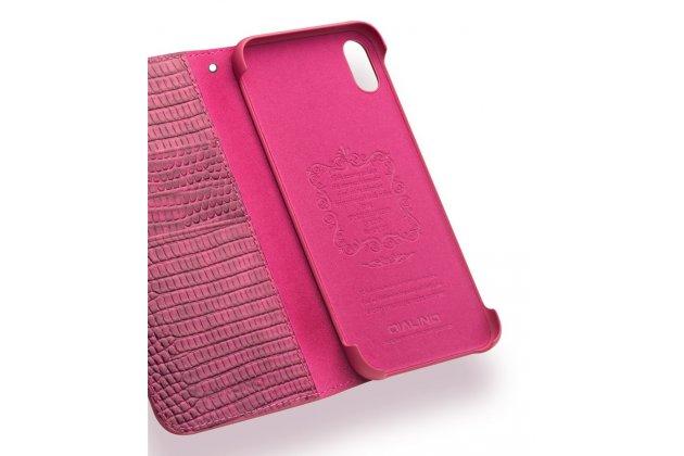 Фирменный роскошный эксклюзивный чехол с фактурной прошивкой рельефа кожи крокодила и визитницей розовый для iPhone XS Max. Только в нашем магазине. Количество ограничено