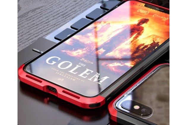 Неубиваемый противоударный ударопрочный фирменный чехол-бампер для iPhone XS Max с металлическими защитными углами со стеклом задней крышки Gorilla Glass цвет черно-красный