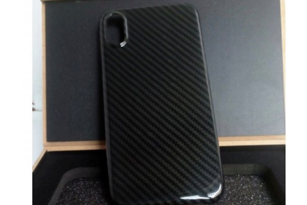 """Задняя панель-крышка из тончайшего и прочного пластика для iPhone XS Max с матовой отделкой """"под карбон"""" черная"""