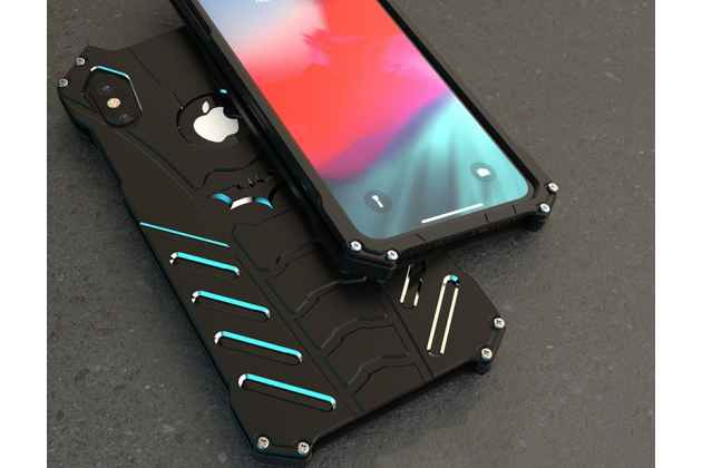 Противоударный металлический чехол-бампер из цельного куска металла с усиленной защитой углов и необычным экстремальным дизайном  для  iPhone XS Max черного цвета