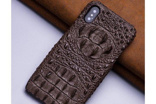 Фирменная роскошная эксклюзивная накладка с объёмным 3D изображением рельефа кожи крокодила коричневая для iPhone XS Max. Только в нашем магазине. Количество ограничено