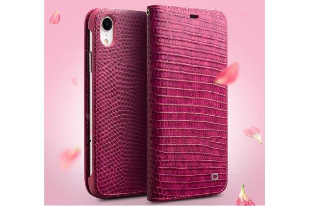 Фирменный роскошный эксклюзивный чехол с фактурной прошивкой рельефа кожи крокодила и визитницей розовый для iPhone XR. Только в нашем магазине. Количество ограничено