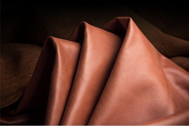 Фирменная роскошная задняя панель-крышка обтянутая импортной кожей для iPhone XR черная