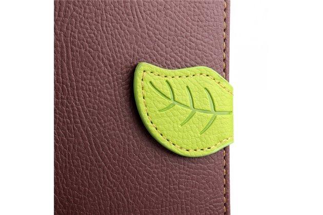 Фирменный уникальный необычный чехол-книжка для Motorola Moto X1+ / X2 (XT1085 / XT1097) коричневый с декорированной застежкой в виде листочка