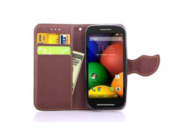 Фирменный уникальный необычный чехол-книжка для Motorola Moto E (XT1021/ XT1022/ XT1025) / Motorola Moto E Dual sim коричневый с декорированной застежкой в виде листочка