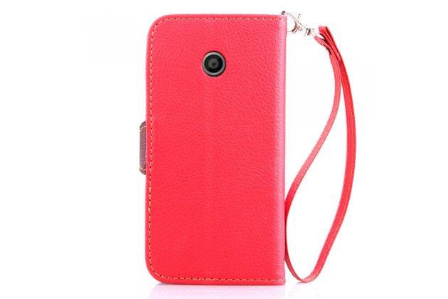 Фирменный уникальный необычный чехол-книжка для Motorola Moto E (XT1021/ XT1022/ XT1025) / Motorola Moto E Dual sim красный с декорированной застежкой в виде листочка