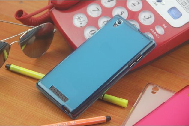 Фирменная ультра-тонкая полимерная из мягкого качественного силикона задняя панель-чехол-накладка для Philips Xenium V787 голубая