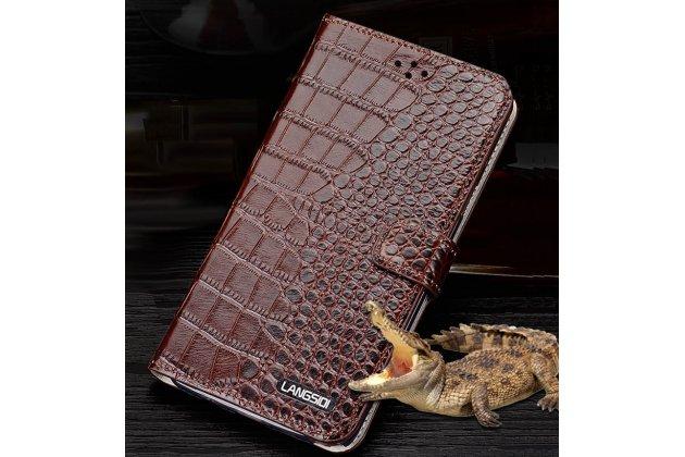 Фирменный чехол с фактурной прошивкой рельефа кожи крокодила и визитницей коричневый для Philips S616. Только в нашем магазине. Количество ограничено