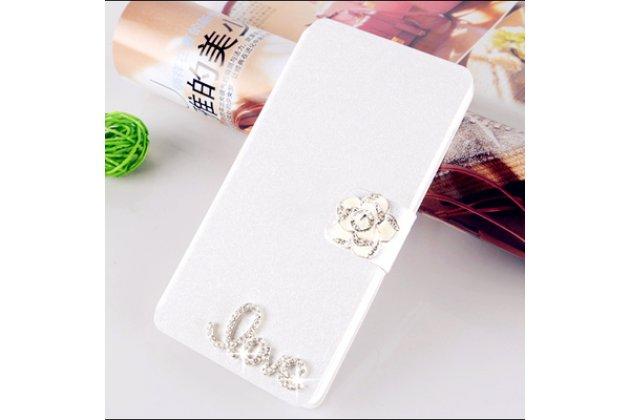 Фирменный роскошный чехол-книжка безумно красивый декорированный бусинками и кристаликами на Alcatel A3 XL 9008D/9008X белый