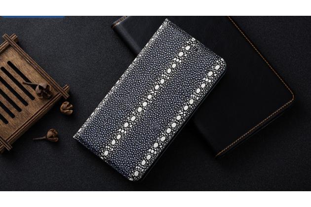 Фирменный роскошный эксклюзивный чехол из натуральной рыбьей кожи СКАТА (с жемчужным блеском) синий с белой полосой для ASUS ZenFone 4 Pro ZS551KL Только в нашем магазине. Количество ограничено