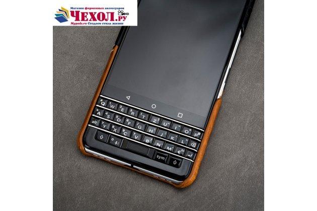 Фирменная роскошная элитная премиальная задняя панель-крышка для BlackBerry KEYone/ DTEK70 из качественной кожи буйвола черная с коричневой вставкой под кожу рептилии