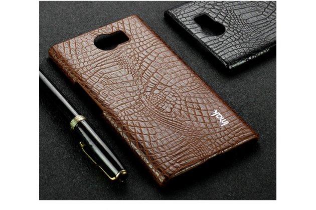 Фирменная роскошная задняя панель-крышка обтянутая импортной кожей c дизайном под кожу крокодила для BlackBerry Priv коричневая