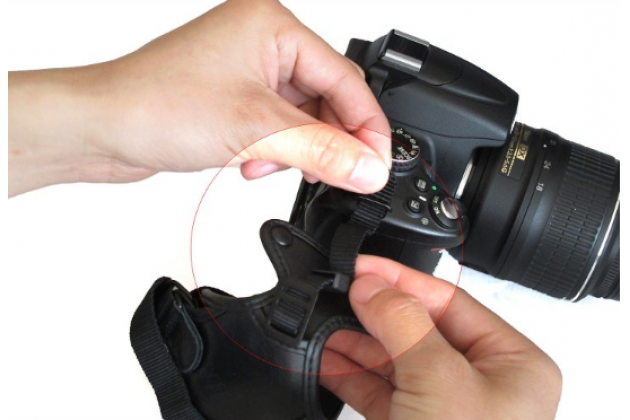 Фирменный наручный ремень для фотоаппарата Kodak AZ361/ AZ527/ AZ362/ AZ421/ AZ422/ AZ521/ AZ522/ AZ525/ AZ526/ AZ651 черного цвета
