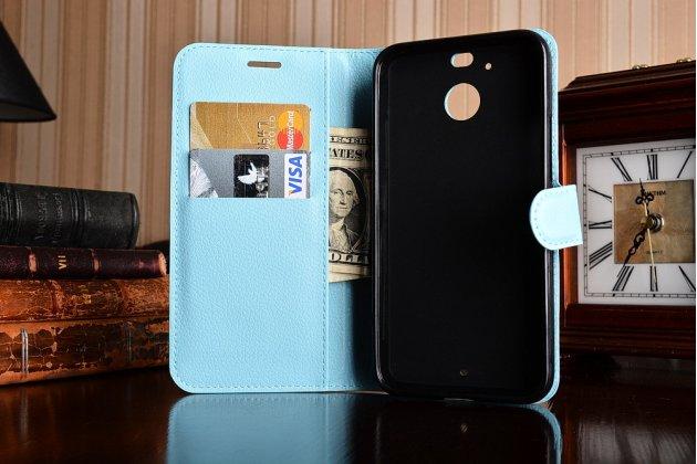 Фирменный чехол-книжка из качественной импортной кожи с подставкой застёжкой и визитницей для HTC 10 evo голубой