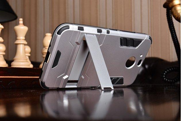 Противоударный усиленный ударопрочный фирменный чехол-бампер-пенал для HTC 10 evo серебристый