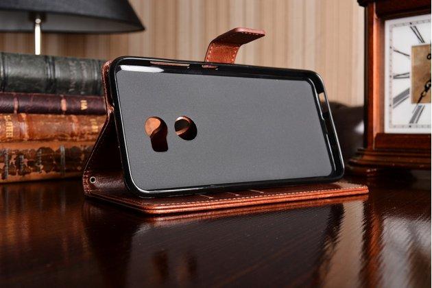 Фирменный чехол-книжка из качественной импортной кожи с подставкой застёжкой и визитницей для HTC One X10 коричневый