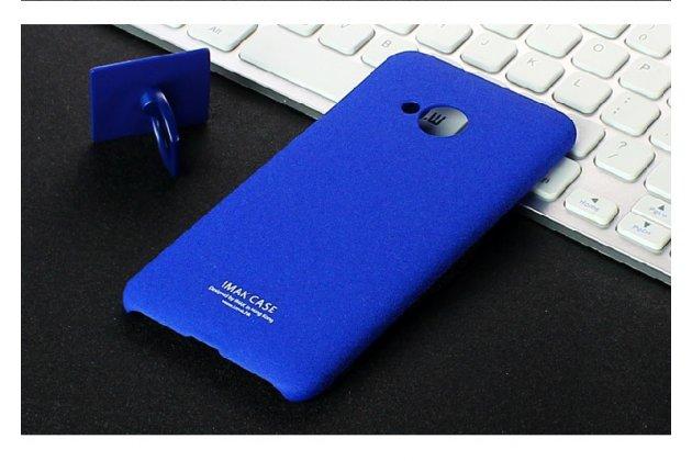 Задняя панель-крышка из тончайшего и прочного пластика для HTC U Play с матовой отделкой под карбон синего цвета.