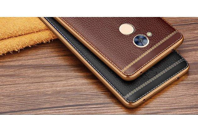 Фирменная премиальная элитная крышка-накладка на Huawei Honor 6A коричневый из качественного силикона с дизайном под кожу