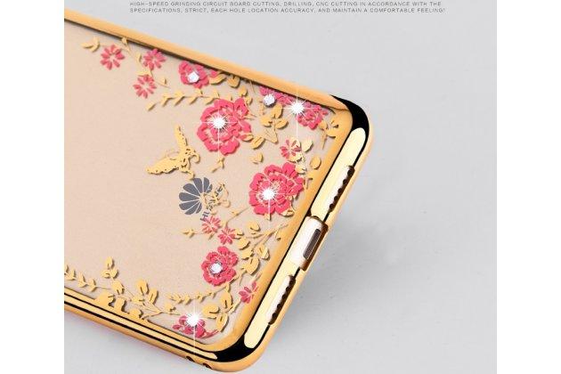 """Фирменная задняя панель-чехол-накладка из прозрачного 3D силикона с объёмным рисунком для Huawei Honor 6A тематика """"Золотые Цветы"""" которая огибает логотип чтобы была видна марка телефона"""