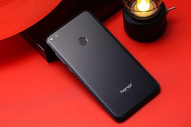 Родная оригинальная задняя крышка-панель которая шла в комплекте для Honor 8 Lite / Huawei P8 Lite 2017 Edition  черная