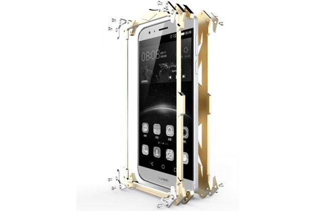Противоударный металлический чехол-бампер из цельного куска металла с усиленной защитой углов и необычным экстремальным дизайном  для  Huawei Honor 9 золотого цвета