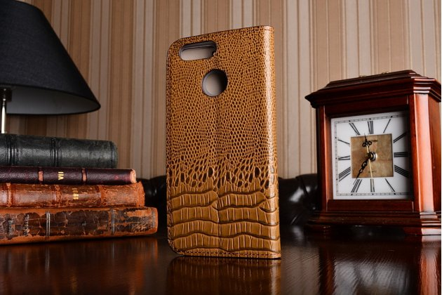 Фирменный роскошный эксклюзивный чехол с объёмным 3D изображением рельефа кожи крокодила коричневый для Huawei nova 2 . Только в нашем магазине. Количество ограничено