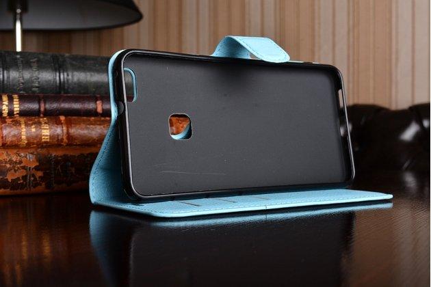 Фирменный чехол-книжка из качественной импортной кожи с подставкой застёжкой и визитницей для Хуавей П10 Лайт голубой