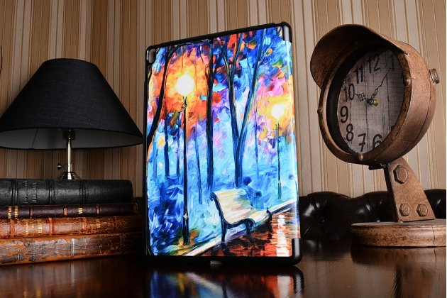 Фирменный необычный чехол для iPad Pro 10.5 тематика книга Сказочный Лес
