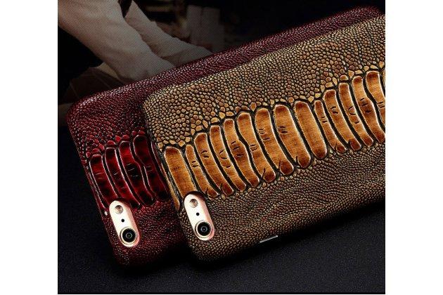 Фирменная неповторимая экзотическая панель-крышка обтянутая кожей крокодила с фактурным тиснением для iPhone 7 / iPhone 8 коричневый.