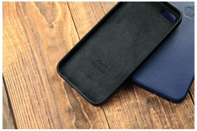 Фирменная оригинальная подлинная крышка-накладка с логотипом из тончайшего и прочного пластика обтянутая импортной кожей  для iPhone SE/ 5SE  черная