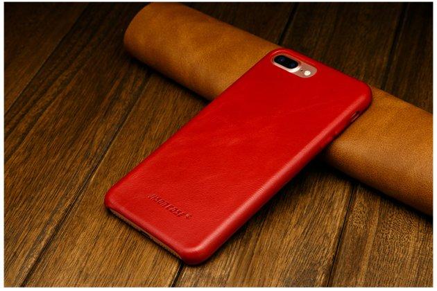 Фирменная премиальная элитная крышка-накладка из тончайшего прочного пластика и качественной импортной кожи для iPhone 7 Plus   5.5 PRODUCT RED Special Edition  Ретро под старину красная