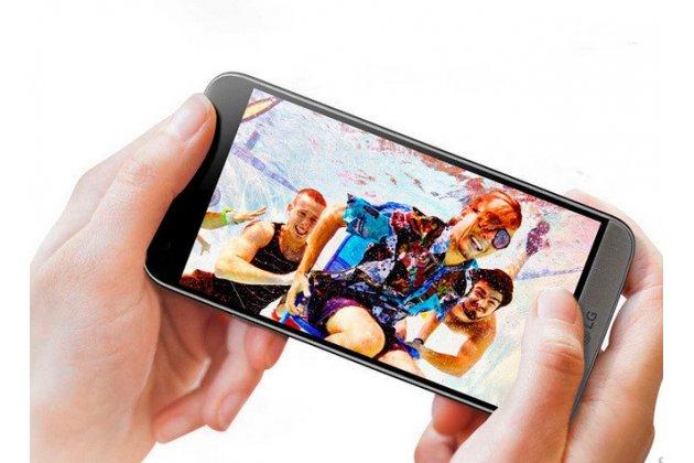 Фирменное защитное закалённое противоударное стекло премиум-класса из качественного японского материала с олеофобным покрытием для телефона LG K10 (2017) M250
