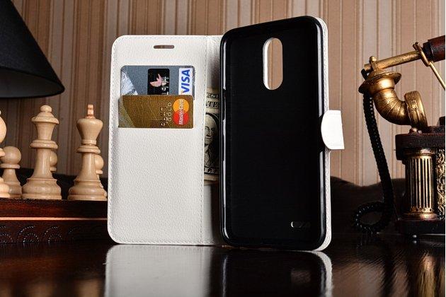 Фирменный чехол-книжка из качественной импортной кожи с подставкой застёжкой и визитницей для LG K10 (2017) M250 белый