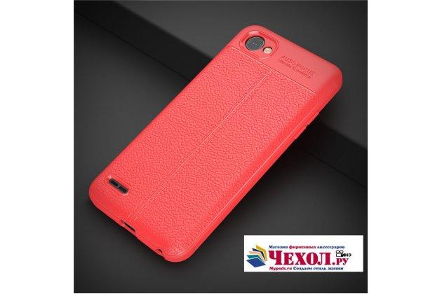 Фирменная премиальная элитная крышка-накладка на LG G6 mini / LG Q6 / LG Q6 Plus / LG Q6a M700 красная из качественного силикона с дизайном под кожу