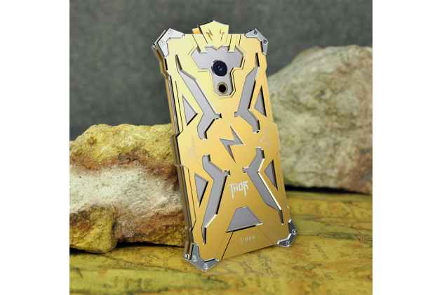 Противоударный металлический чехол-бампер из цельного куска металла с усиленной защитой углов и необычным экстремальным дизайном  для  Meizu Pro 6 Plus золотого цвета