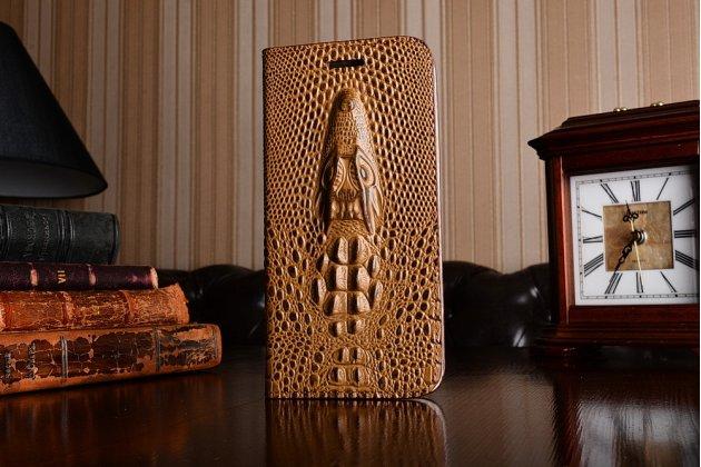 Фирменный роскошный эксклюзивный чехол с объёмным 3D изображением головы крокодила коричневый для Motorola Moto Z . Только в нашем магазине. Количество ограничено