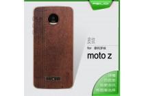 Фирменная роскошная задняя панель-чехол-накладка из мягкого силикона с объемным  3D изображением  на Motorola Moto Z c  рисунком под текстуру кожи коричневая