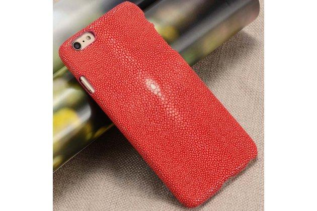Фирменная роскошная эксклюзивная накладка  из натуральной рыбьей кожи СКАТА (с жемчужным блеском) красный для Samsung Galaxy C5 Pro / Galaxy C5 2017 (SM-C5010). Только в нашем магазине. Количество ограничено