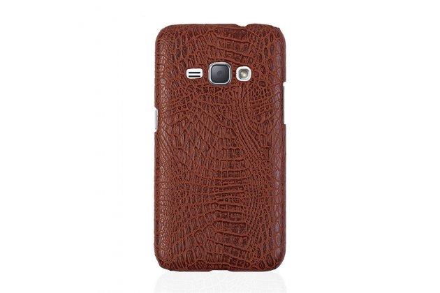 Фирменная роскошная элитная премиальная задняя панель-крышка для Samsung Galaxy J1 2016 SM-J120F/DS из лаковой кожи крокодила коричневая