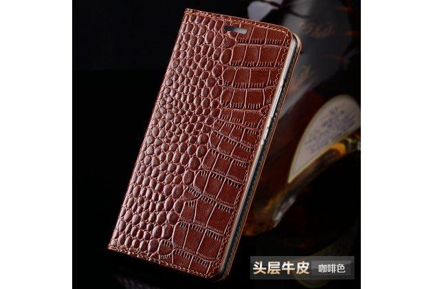 Фирменный чехол-книжка с подставкой для Sony Xperia E5 лаковая кожа крокодила коричневый