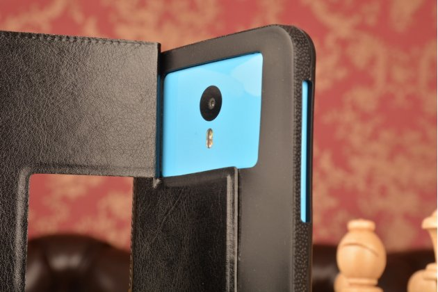 Чехол-футляр для Highscreen Power Five с двумя окошками для входящих вызовов и свайпом из импортной кожи с внутренним защитным силиконовым бампером. Цвет в ассортименте.